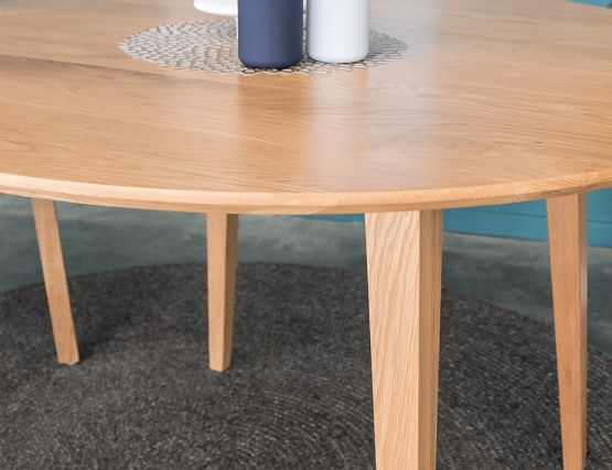 Oak_Small_Round_Table