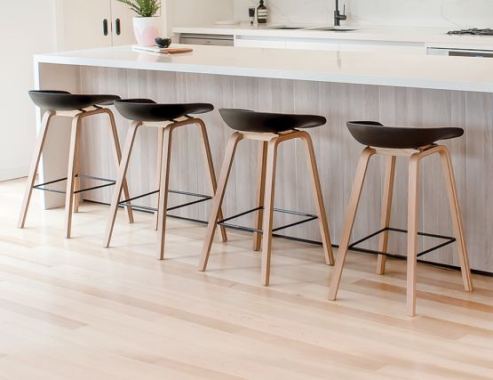 Kobe_Stool   Natural_Black_Shel_Seat