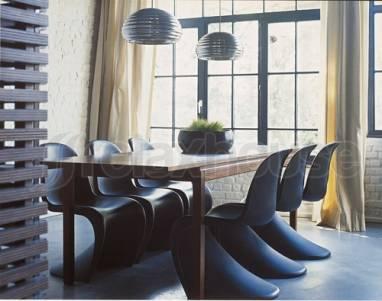 Incroyable Black Panton Chairs